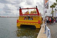 Un traghetto brillantemente colorato Fotografia Stock Libera da Diritti