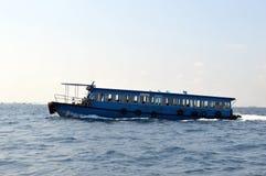 Un traghetto di trasferimento dell'isola Fotografie Stock