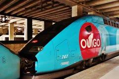 Un train à grande vitesse de coût bas d'Ouigo dans les Frances Photo stock