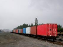 Un train de cargaison vu de l'arrière Images libres de droits