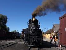 Un train de voyageurs historique à la station au Nouveau Mexique clips vidéos