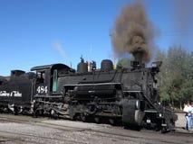 Un train de voyageurs historique à la station au Nouveau Mexique banque de vidéos