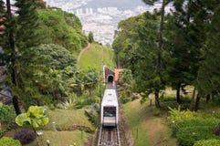 Un train funiculaire là-dessus manière du ` s jusqu'à la colline de Penang Image libre de droits