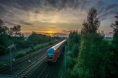 Un train mobile en rouge Photographie stock