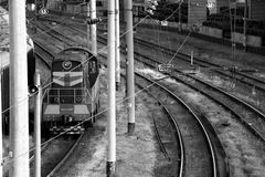 Un train mobile se dirige vers Odessa Station P?kin, photo noire et blanche de la Chine photo stock