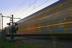 Un train passant à la vitesse Images libres de droits