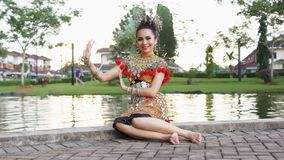 Un traje de Iban Lady Wearing Her Traditional imagen de archivo libre de regalías