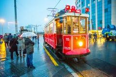 Un tram sous la pluie image libre de droits