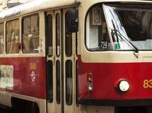 Un tram sur le chemin Photo libre de droits