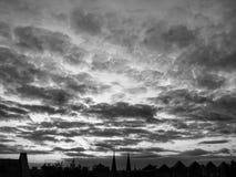 Un tramonto in bianco e nero nel centro di Kyiv, Ucraina Fotografia Stock