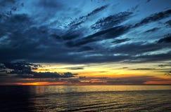 Un tramonto dinamico del cielo Immagini Stock