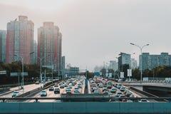 Un tramonto su una strada di Shanghai fotografie stock libere da diritti