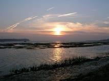 Un tramonto sul porto di Chichester, Sussex, Inghilterra, Regno Unito immagine stock libera da diritti