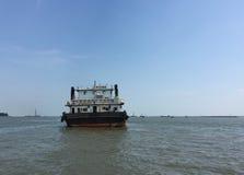 Un transbordador en el mar en la isla de Phu Quoc, Vietnam Imagenes de archivo