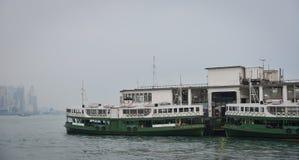 Un transbordador local en el embarcadero de Kowloon en Hong Kong Foto de archivo