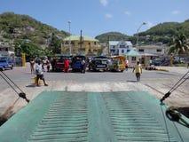 Un transbordador local en Port Elizabeth Bequia. Fotografía de archivo libre de regalías