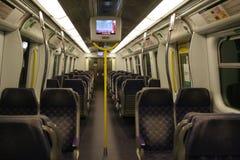 Un trasporto vuoto della prima classe sulla linea treno di Hong Kong East Rail di MTR Fotografia Stock