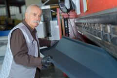 Un travailleur en acier de sexe masculin plus âgé images stock