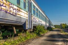 Un tren construido viejo soviet abandonado imagenes de archivo