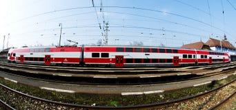 Un tren regional de Slovac está esperando en la estación Fotos de archivo