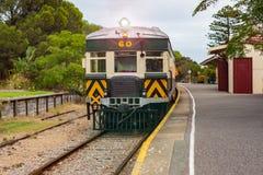 Un treno al porto Elliot Train Station individuato sul porto Elliot South Australia della penisola di Fleurieu il 3 aprile 2019 fotografie stock