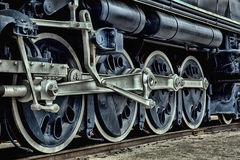 Un treno blu antico su una ferrovia Fotografie Stock Libere da Diritti