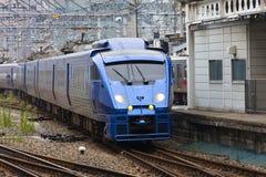 30 08 2015 Un treno espresso dei 883 paesi delle meraviglie dalla ferrovia Compa di Kyushu Immagini Stock
