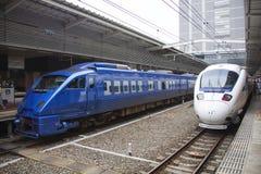 30 08 2015 Un treno espresso dei 883 paesi delle meraviglie dalla ferrovia Compa di Kyushu Fotografie Stock