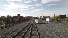 Un treno parte stazione di Schenectady video d archivio