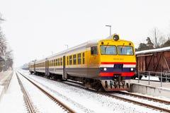 Un treno parte stazione di Sigulda Fotografia Stock Libera da Diritti