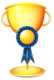 Un trofeo della tazza con un nastro blu Fotografie Stock Libere da Diritti