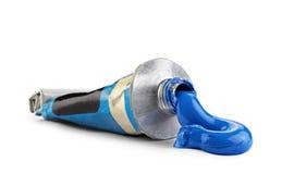 Un tube avec la peinture à l'huile bleue Photographie stock
