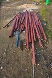 Un tubo de acero colocado en la tierra imagen de archivo libre de regalías