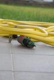 Un tubo flessibile di giardino per innaffiare Fotografia Stock Libera da Diritti