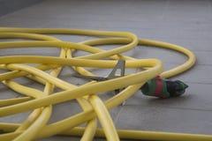 Un tubo flessibile di giardino per innaffiare Fotografie Stock Libere da Diritti