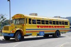 Un tumblebus giallo immagine stock