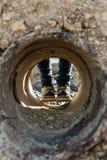 Un tunnel et les pieds de la femme Photos stock