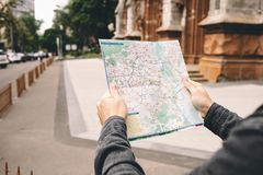 Un turista in città fotografia stock libera da diritti