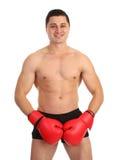 Un type couvrant son aine de gants de boxe Photos stock