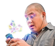 Un type de bureau reçoivent des tonnes de courrier de Spam par l'intermédiaire du smartphone Il est SH Photo libre de droits
