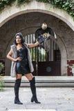 Un uccello castana ispano adorabile del Caracara di Poses Outdoors With A del modello alla hacienda di A fotografia stock