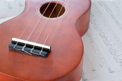 Ukelele et musique de feuille Photos stock