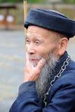 Un uomo anziano di miaos cinesi fotografia stock