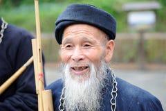 Un uomo anziano di miaos cinesi fotografie stock libere da diritti