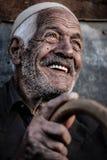 Un uomo anziano guarda al futuro Fotografia Stock Libera da Diritti