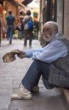 Un uomo anziano senza tetto Fotografia Stock