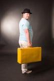 Un uomo attraente è in uno studio Fotografia Stock Libera da Diritti