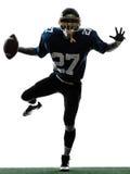Siluetta trionfante dell'uomo del giocatore di football americano Fotografia Stock