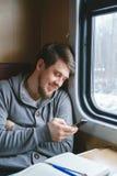 Un uomo che viaggia in treno Immagine Stock Libera da Diritti
