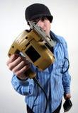Un uomo con gli attrezzi a motore Fotografia Stock